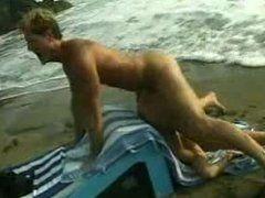 Geiles Amateur Pärchen treibt es am Strand